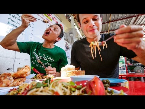 Thai Street Food in Bangkok with The Food Ranger - AUTHENTIC Local Tour! กินอาหารไทย4ภาคในหนึ่งวัน