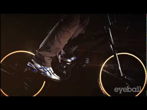 Shoe Carnival Commercial (2010 - 2011) (Television Commercial)
