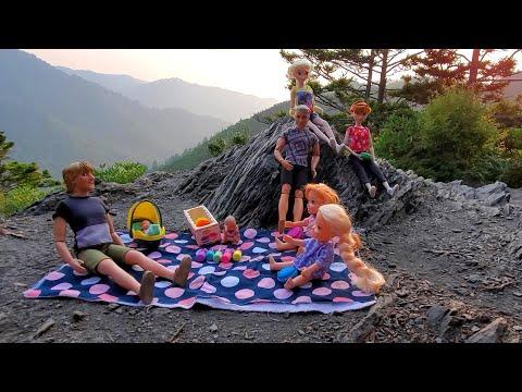 Hiking ! Elsa & Anna toddlers - mountains - pop it fidget toys