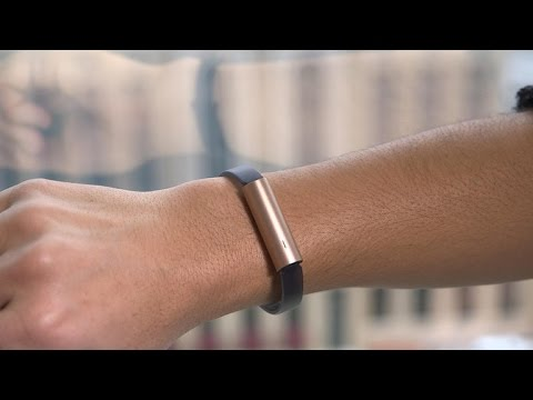 Misfit Ray is fitness jewelry you can wear on wrist or neck
