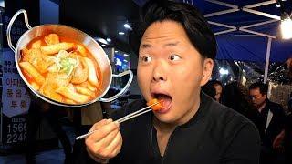 Корейская Уличная Еда. Ася пробует Токпокки и Сундэ.