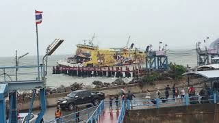 preview picture of video 'Raja Ferry in Cyclone Storm @ Surat Thani / Gulf of Siam - Thailand -'