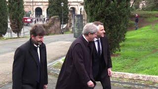 Macron ricevuto da Mattarella, poi visita alla Domus Area