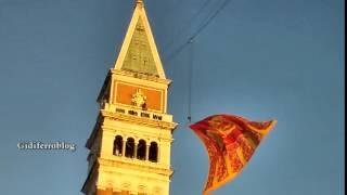 Venezia, svolo del Leon sul Campanile - Carnevale 2015