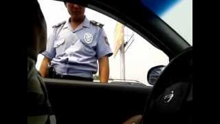 ГАИ Казахстан. Инспектор сбежал от водителя