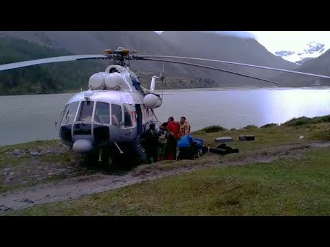 Появилось видео спасения туристов на Алтае летчиком-снайпером
