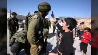 Gambar cover anak palestina yang berani menantang tentara israel