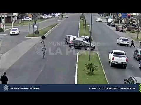 Choque y vuelco en Villa Elisa entre dos autos, sobre Camino Centenario