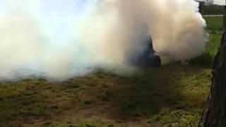 preview picture of video 'Cortando pasto y fumigando a la vez'