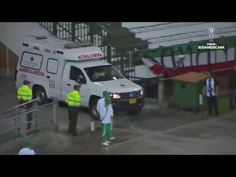 Jorge Aguilar fue reanimado por los doctores tras un golpe en la cabeza (@Sudamericana)