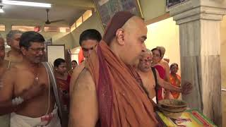 Jagadguru sees an exhibit