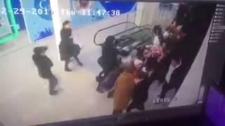 В Ставрополе детей затянуло в эскалатор 29.12.2016