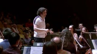 Gustavo Dudamel conducts a rehearsal with the UC Berkeley Symphony Orchestra