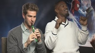 FUNNY INTERVIEW Andrew Garfield Plays The Flute While Jamie Foxx Raps
