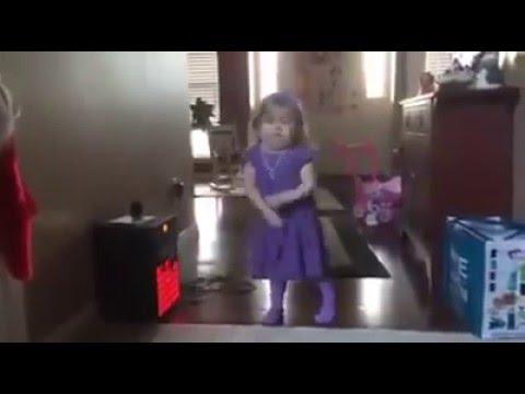 Em bé nhảy siêu cute