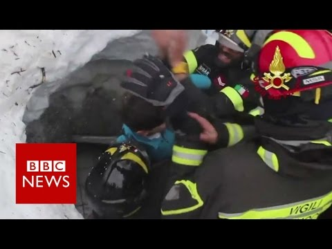 Moment survivors pulled from avalanche Rigopiano hotel - BBC News