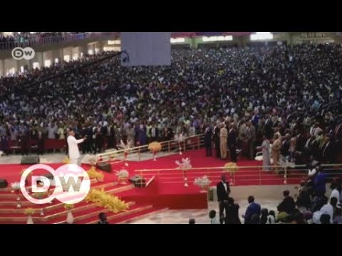 Nigerian megachurches draw in the faithful, and their cash | DW English