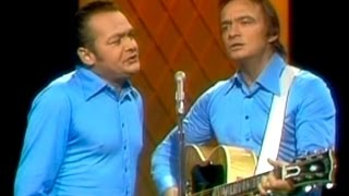 Wilburn Brothers - Give Me The Roses While I Live