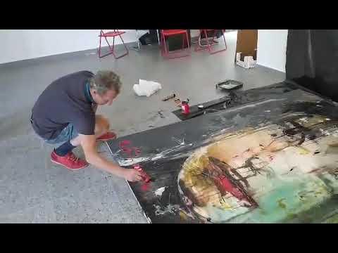 Едуард Бєльський підписує картину| Волинські Новини - YouTube