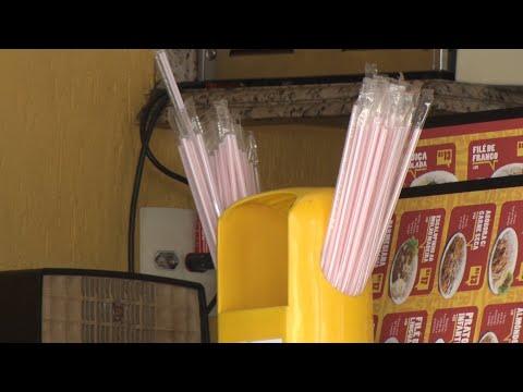 Teresópolis proíbe canudos e copos plásticos