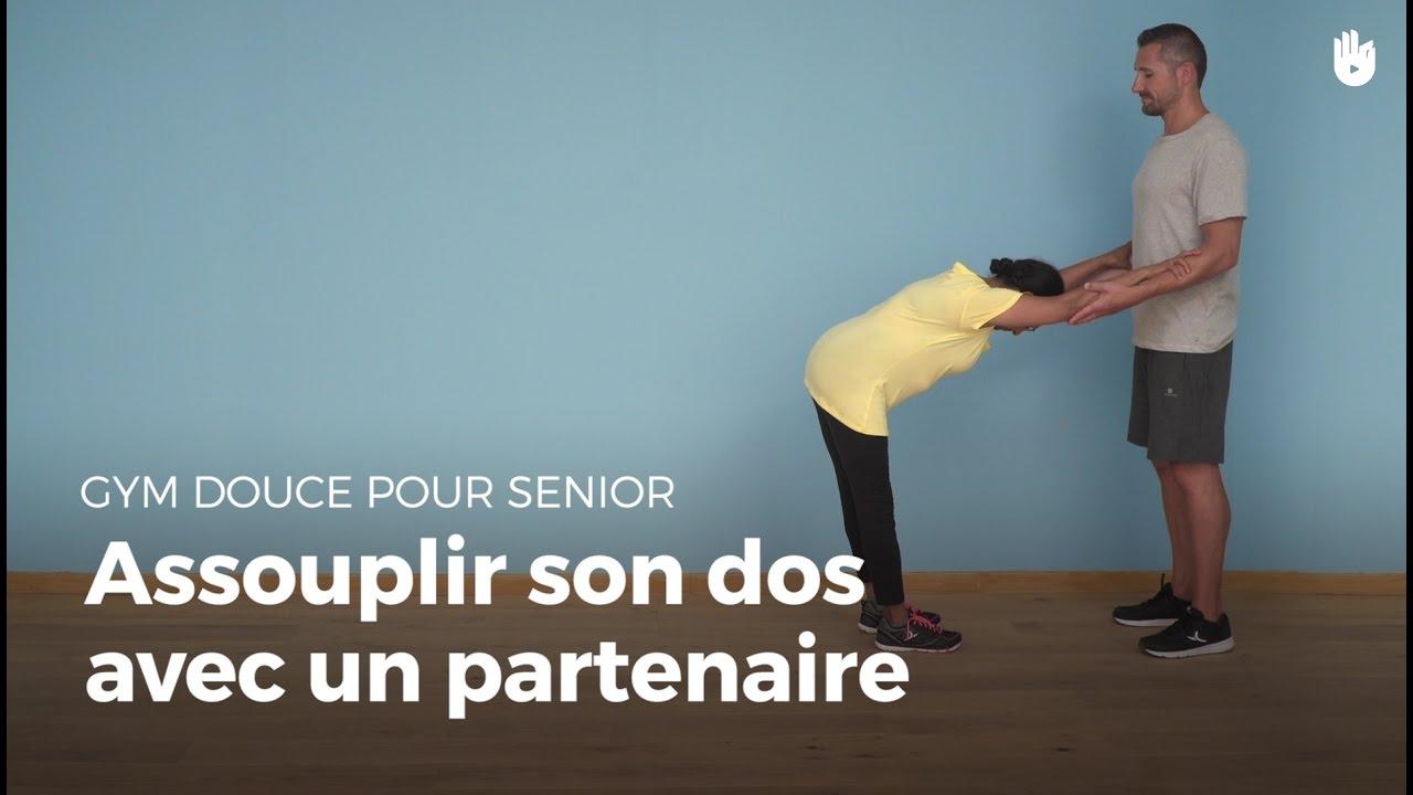 exercice pour assouplir son dos avec un partenaire exercices de gym douce pour senior sikana. Black Bedroom Furniture Sets. Home Design Ideas