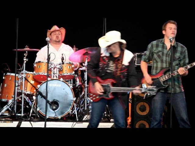 Nilsen's Southern Harmony – Bottle Let Me Down