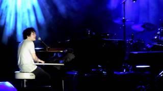 Jamie Cullum - Singing in the Rain / Umbrella - Live in Cognac 2011
