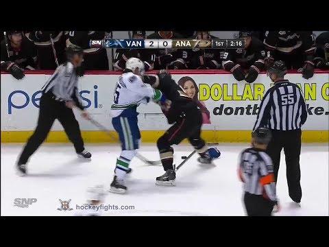 Kyle Palmieri vs. Brad Richardson