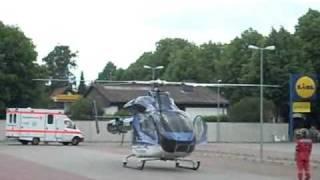 preview picture of video 'Abflug Rettungshubschrauber - Neustadt am Rübenberge - Lidl Parkplatz - 31.05.2009'
