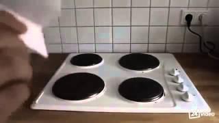Смотреть онлайн Как развлечь себя на кухне: бумажный самолетик и плита