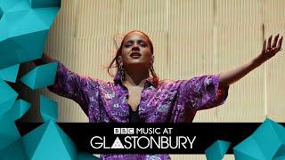 ROSALÍA   Aute Cuture (Glastonbury 2019)