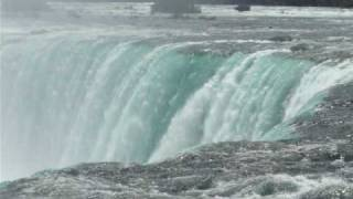 preview picture of video 'Moron Goes Over Majestic Niagara Falls In A Barrel'