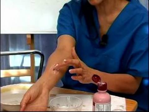 Video How to Treat Insect Bites & Stings : How to Reduce the Swelling of an Insect Bite