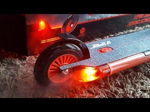 VIPER Kinder-Roller mit Licht, Sound & Auspuffdampf