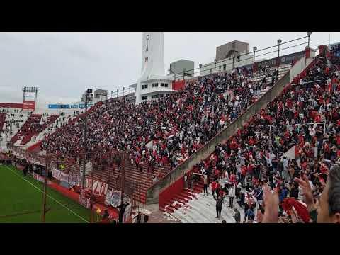 """""""El Globo es pasión, locura de mi corazón"""" Barra: La Banda de la Quema • Club: Huracán • País: Argentina"""