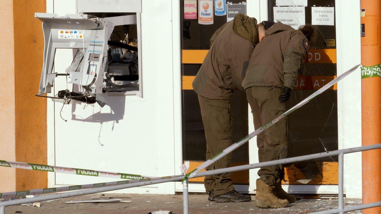 Kirobbantották a helyéről a bankautomatát