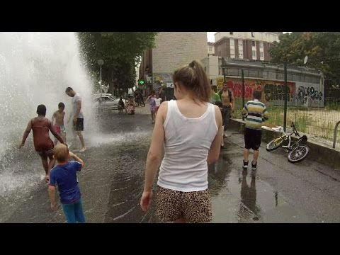 Bouches incendie reconverties en jeux d'eau : 15 millions de litres d'eau/heure gaspillés (MàJ : les jeunes disent vouloir continuer)