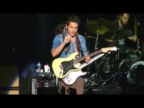 "John Mayer gets guitar from fan during live performance; plays, signs & tunes it during ""Gravity"" song"