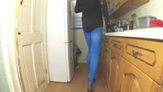 preview picture of video 'Kitchen23 hotpants and heels'