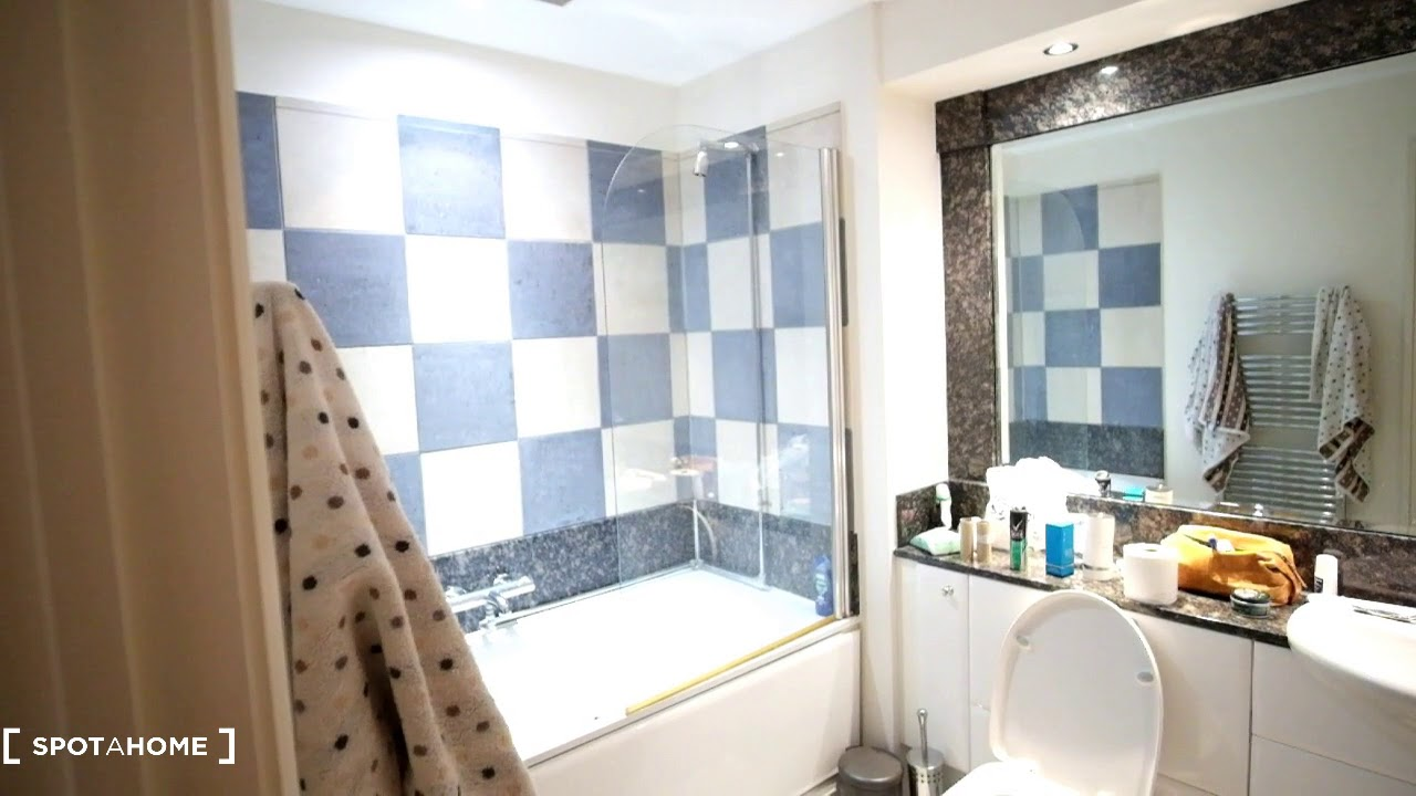 Double bed in Rooms to rent in comfortable 3-bedroom flat in Fulham