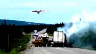 Гидросамолет тушит пожар при дтп