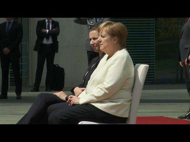 """Меркель решила нарушить регламент из-за """"электрических"""" приступов"""