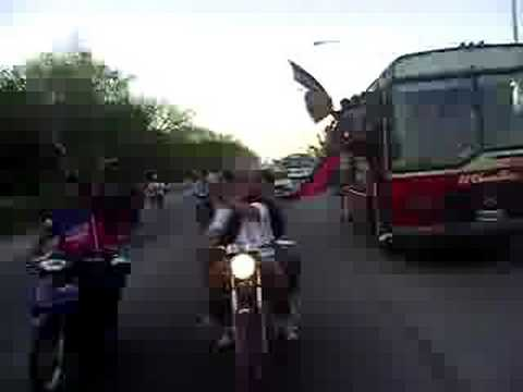 """GUEMES!!!!!!!!! EN CARAVANA"" Barra: Los Pibes • Club: Güemes"