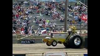 preview picture of video 'Bowling Green Tractor Pull 2008'