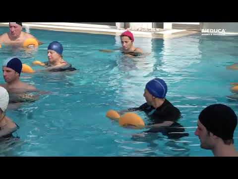 La fisioterapia si allena per bambini con violazione di un portamento di video