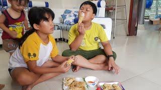 Tin và anh Hai, chị Quỳnh Thư ăn gà rán KFC mẹ nấu ❤ Kids Toy Media ❤