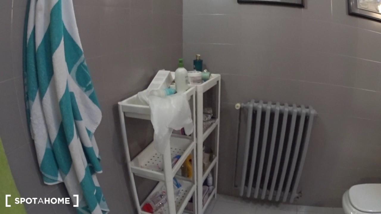 Rooms for rent in 8-bedroom apartment in Sarrià-Sant Gervasi