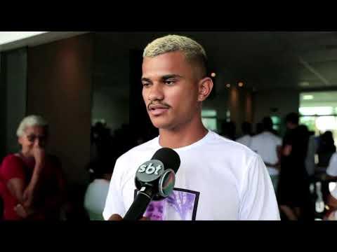 Jovem morto em baile funk na Zona Sul do Recife é enterrado em Igarassu