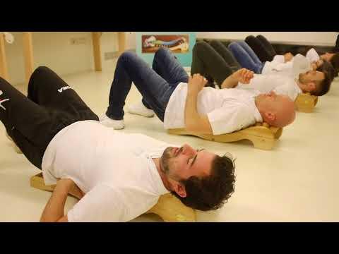 Cifosi della ginnastica colonna vertebrale toracica