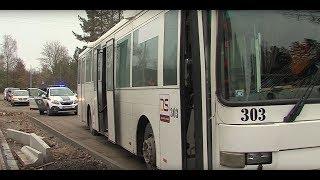 По дороге в больницу автобус столкнулся с экскаватором-погрузчиком